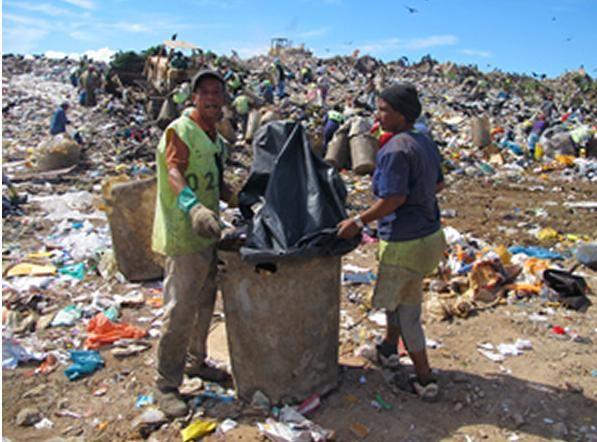 Catadores relatam a vida sobre  60 milhões de toneladas de lixo