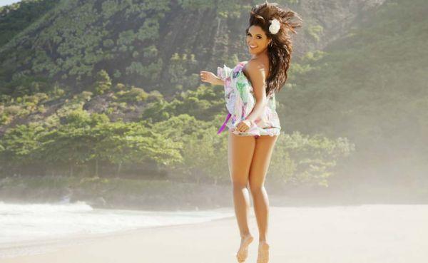 De casa nova, bailarina do Faustão agora também é carioca; confira ensaio na praia!