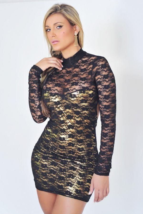 Andressa Urach posa de vestido colado para revista de roupas