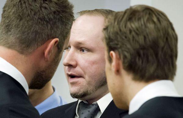 Atirador que matou 77 pessoas na Noruega diz que