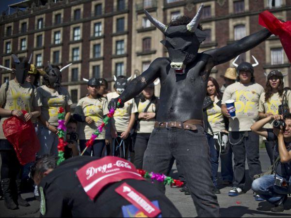 Mexicanos vão às ruas para pedir fim das touradas