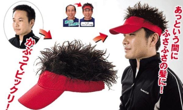 Chapéu esquisito faz carecas virarem cabeludos