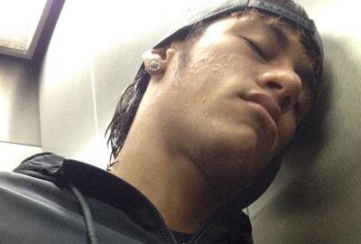 Neymar pulica foto no Twitter e diz:
