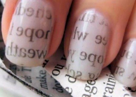 Aprenda a deixar suas unhas decoradas com jornal