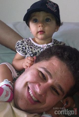Mulher do cantor Pedro diz que filhinha do casal procura pelo pai