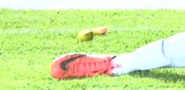 Fruta atinge Neymar em partida na Bolívia, mostra imagem da TV