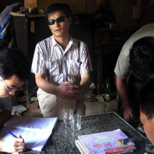 Ativista chinês cego escapa de modo misterioso de confinamento