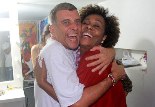 Mariana Ximenes e outros famosos tietam Jorge Fernando após apresentação
