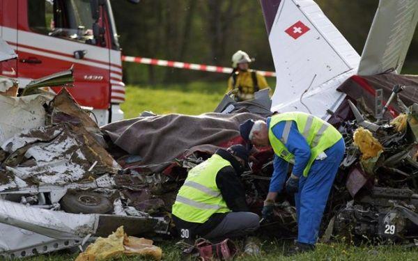 Pequeno avião de turismo cai e ocupantes morrem na Suíça