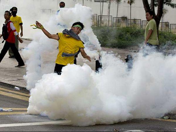 Polícia da Malásia freia ato por reforma eleitoral com gás e água