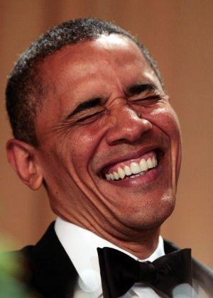 Obama zomba de si mesmo e de seus oponentes republicanos em jantar