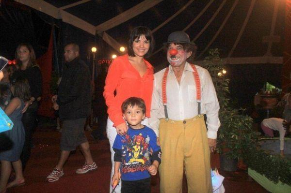 Vanessa Giácomo aproveita folga para levar filhos ao circo