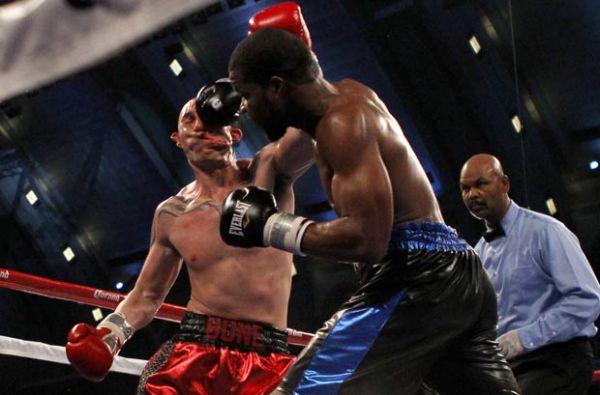 Boxeador fica com