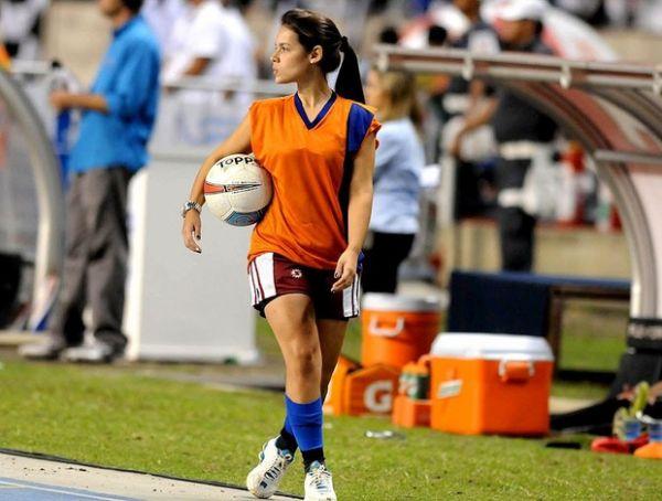 Candidata a musa do Botafogo, gandula chegou perto em 2009 e 2010