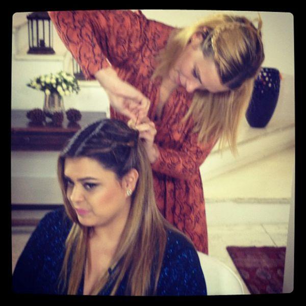 Carolina Dieckmann vira cabeleireira de Preta Gil: