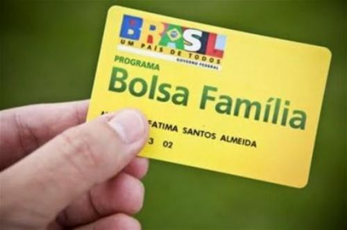 Dilma aumenta Bolsa Família para quem tem filho com até cinco anos