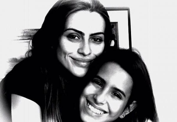 Em família: Cleo Pires publica foto ao lado da irmã