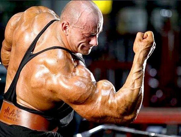 Fisiculturista fã de Schwarzenegger estreia com vitória na Polônia