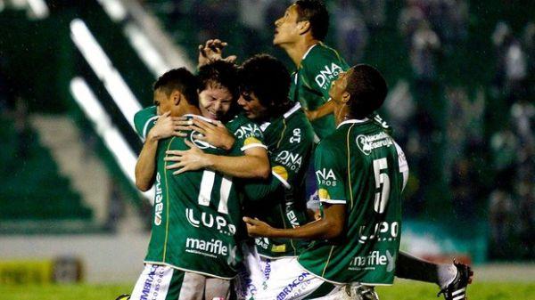 Guarani bate a Ponte Preta e decidi título estadual com Santos