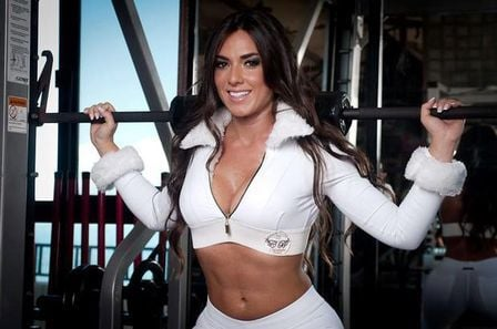 Sarada, ex-panicat Nicole Bahls faz ensaio sensual dentro de academia; veja fotos!