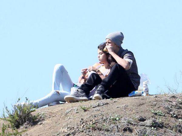 Justin Bieber leva Selena Gomez para piquenique romântico