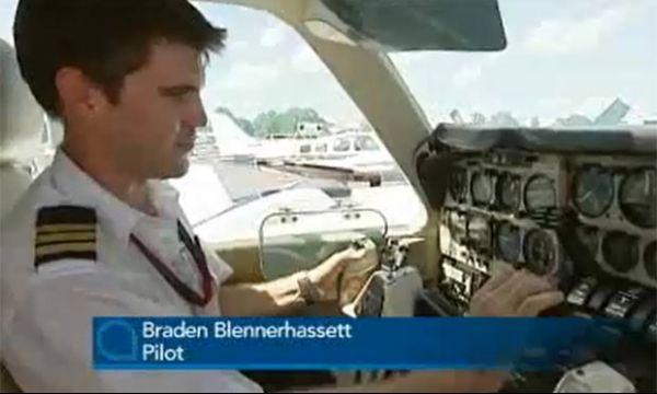 Piloto faz pouso de emergência após cobra aparecer na cabine do avião
