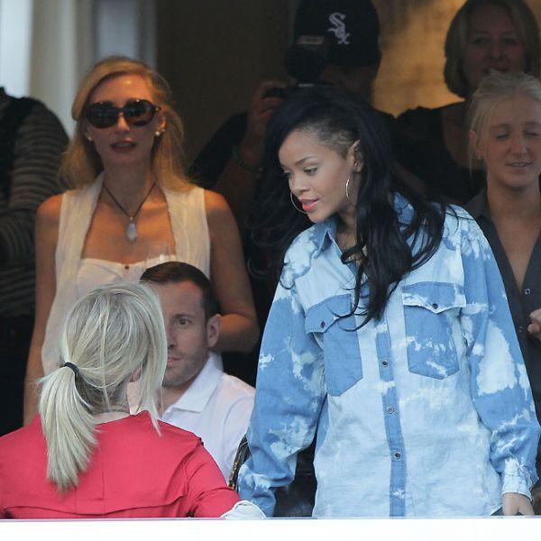 Rihanna badala até de manhã após lançar filme na Austrália