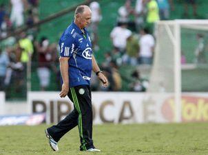 Scolari admite erros e diz não se preocupar com posição do time