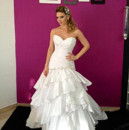 Sheila Mello posta foto vestida de noiva para ensaio fotográfico