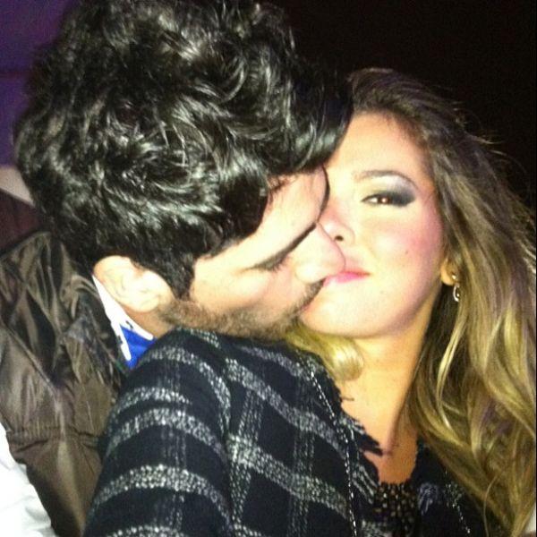 Ex-BBBs Adriana e Rodrigão beijam muito em rodeio