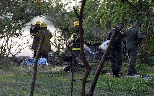 Helicóptero cai na Colômbia e mata 13, incluindo membros da Força Aérea
