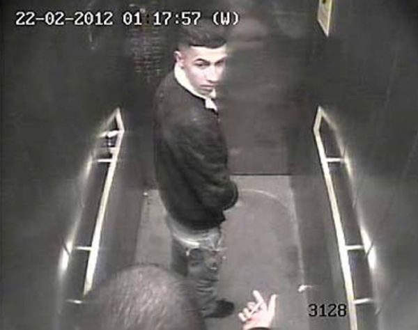 Polícia tenta prender jovem filmado urinando em elevador de tribunal