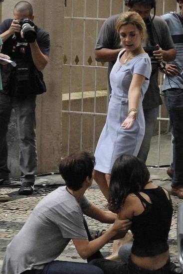 Bastidores de Avenida Brasil: Carminha furiosa agride a falsa Rita; Fotos
