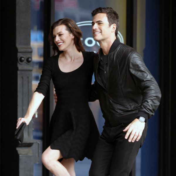 Carlos Casagrande grava com musa Milla Jovovich vigiado pela mulher
