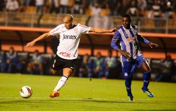 Corinthians bate Emelec e chega às quartas de final pela Libertadores