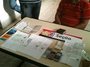 Comerciante é preso por  tentar sacar dinheiro com documentos falsos