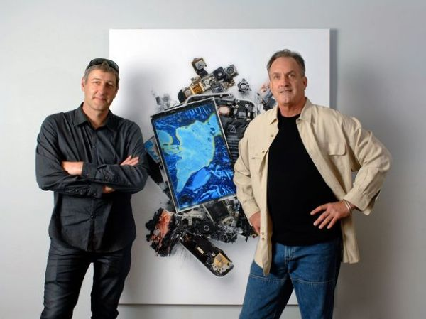 EUA: artista destrói produtos da Apple e cria obra de arte