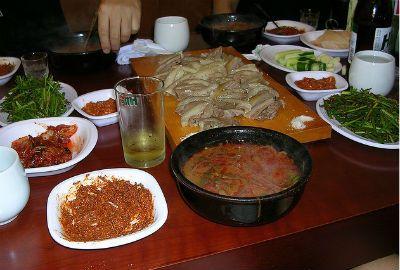 Carne de cão é iguaria tradicional e polêmica na Coreia do Sul