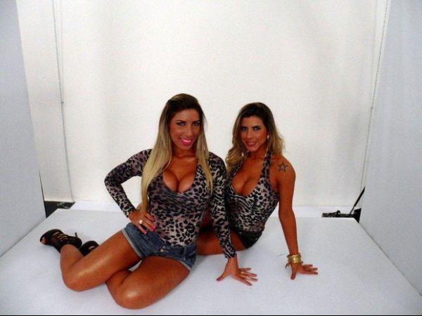 Juntas e decotadas, irmãs Minerato fotografam para revista