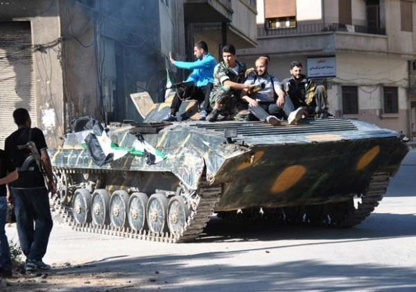 Repressão e combate na Síria matam 23 pessoas neste domingo