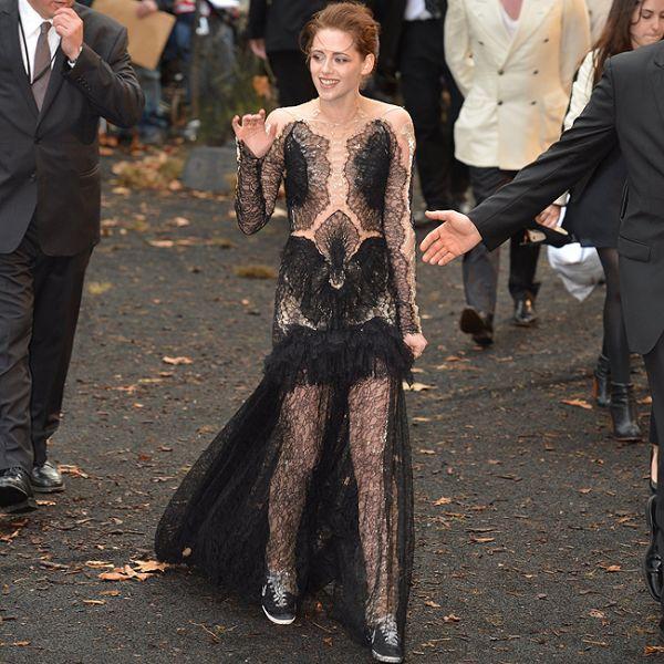 Kristen Stewart escolhe look transparente para première