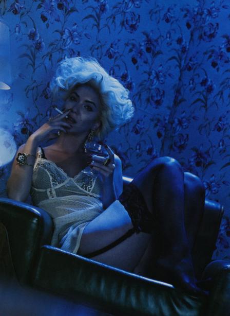 Nathalia Dill e Didone tiram blusa e encarnam a diva Marilyn Monroe