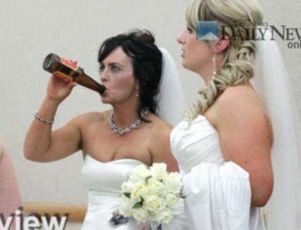 Mulher cria polêmica ao beber cerveja no gargalo em concurso de noivas