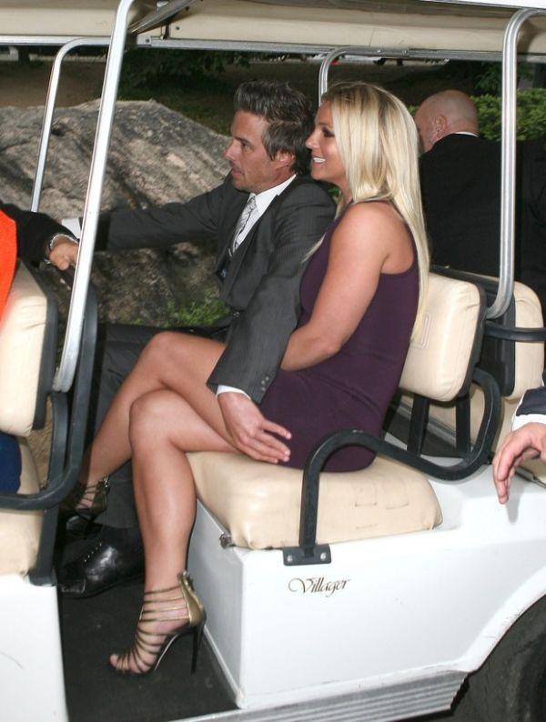 Noivo de Britney Spears â??salvaâ?? a cantora de clique indiscreto
