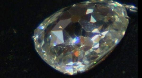 Diamante da realeza é vendido em leilão por R$ 19,3 milhões de reais