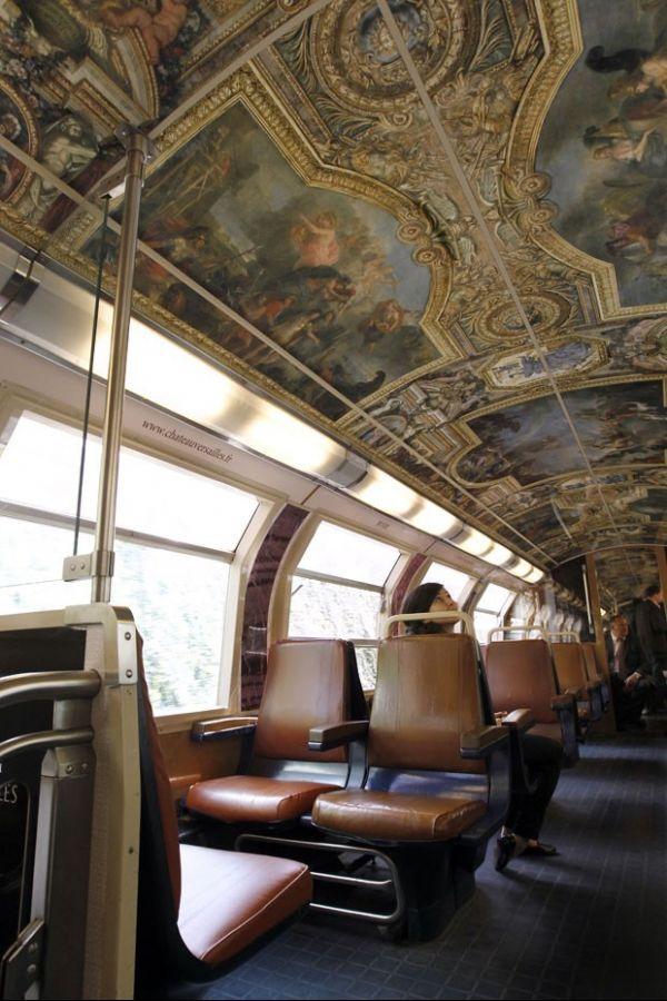 Trem é inaugurado em Paris com decoração do Palácio de Versalhes