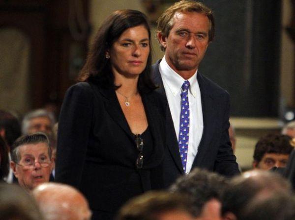 Ex-mulher de Robert Kennedy Jr. morreu enforcada, diz autópsia