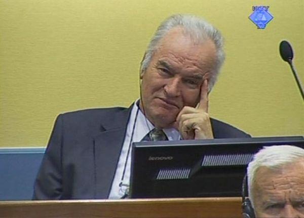 O julgamento do ex-chefe militar dos sérvios da Bósnia é adiado