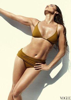 Veja fotos de Jennifer Lopez posando de biquíni para revista