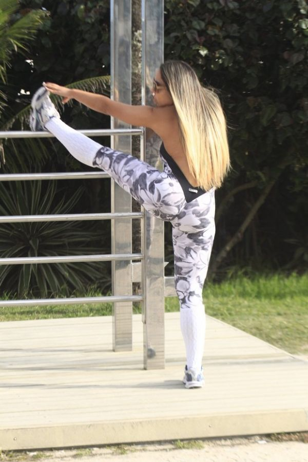 Loiríssima, Mulher Melão se exercita na orla da Barra da Tijuca, no Rio